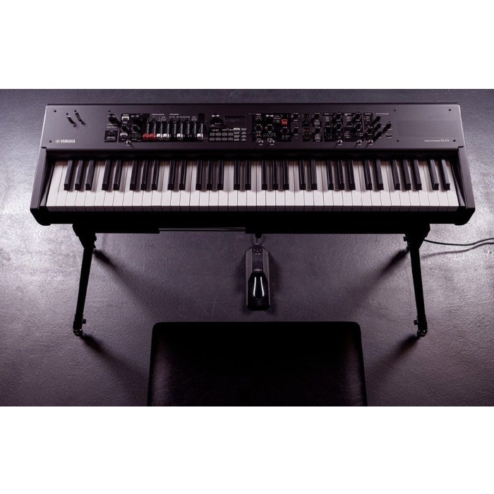 Yamaha synthesizer YC73
